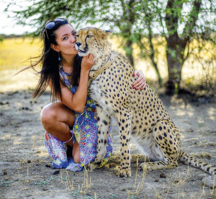 MANO AFRIKA: kelionė po magiška gamta ir daugialype kultūra stebinančią Namibiją, į kurią daugkartinis kultūrizmo čempionas ir populiarių knygų autorius Andrius Pauliukevičius išsiruošė švęsti savo vestuves